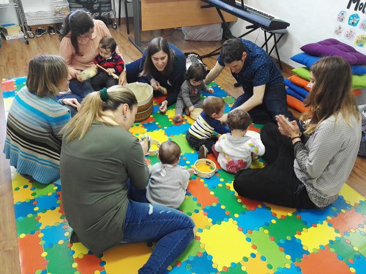 Musicoterapia para mamás, papás y bebés